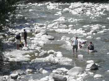Río Ara a su paso por Broto