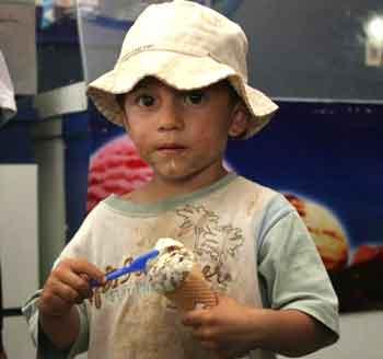 Niño con helado