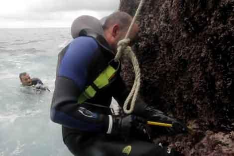 Uno de los cámaras acuáticos graba a Serxo en su trabajo.