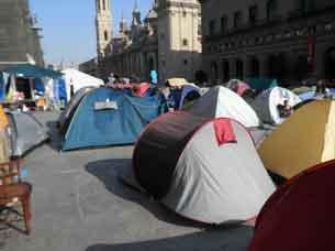 Imagen de los acampados en la Plaza del Pilar de Zaragoza