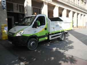Camión de limpieza en la Plaza del Pilar de Zaragoza
