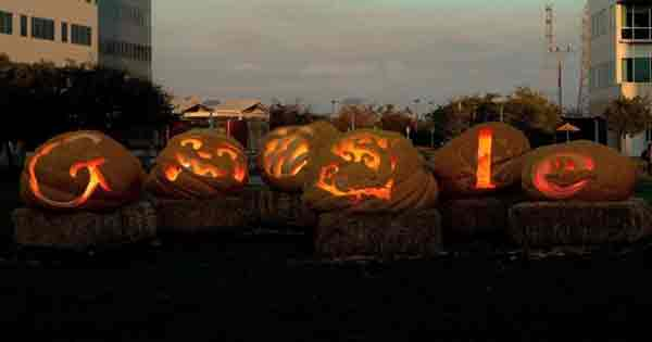 Logo de Google celebrando la noche de Brujas o Halloween