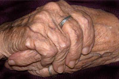 manos de madre