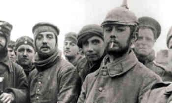 Soldados ingleses y alemanes durante la Tregua de Navidad 1914.