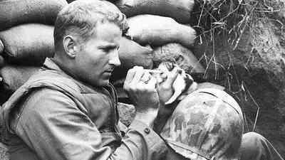 Soldado con gato