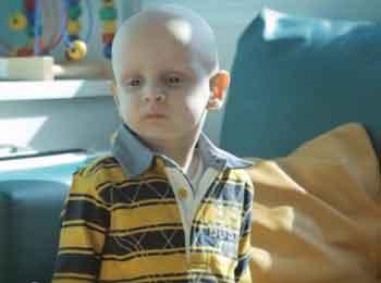 Niño con tratamiento de quimio