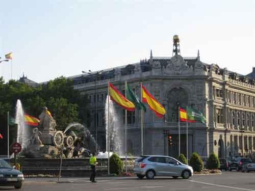 La Cibeles a la izquierda, al fondo el Banco de España