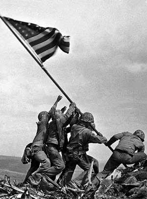 Izado bandera en Iwo Jima