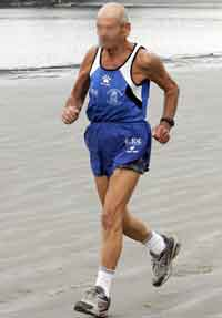 Abuelo corriendo