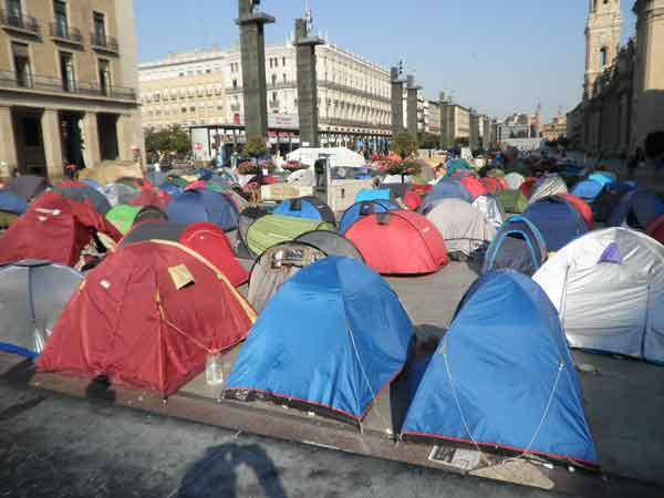 Acampada de indignados en la Plaza del Pilar de Zaragoza