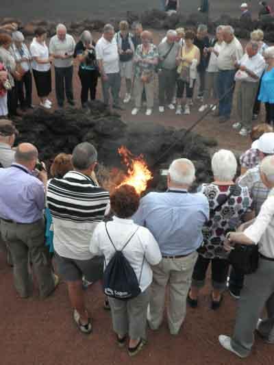 El calor del volcán quema las hierbas