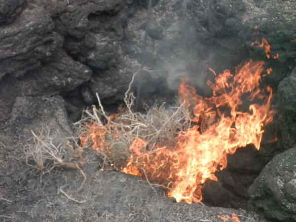 Fuego en un volcán latente en Lanzarote