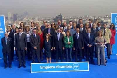 La 'boina' de contaminación se cuela en la foto oficial del PP