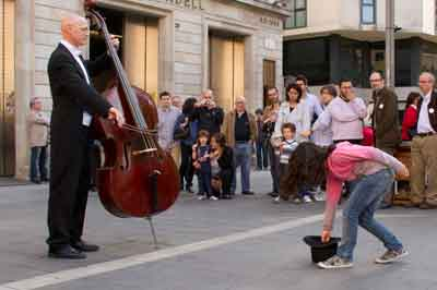 Estatua humana en el flashmob de Som Sabadell