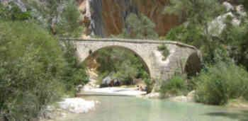 El puente de Villacantal, en el Somontano, aparece en el libro.