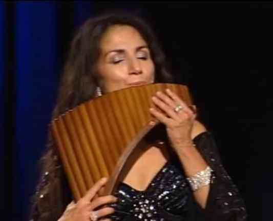 Ave María ejecutada en flauta peruana, por Daniela de Santos