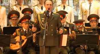 Coros del ejército ruso cantando una jota
